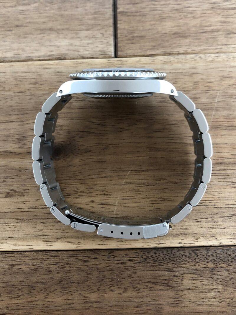 ロレックス GMTマスター 16700 U番 ザ・リアルマッコイズ 限定50本 のケースサイドから全体の画像。