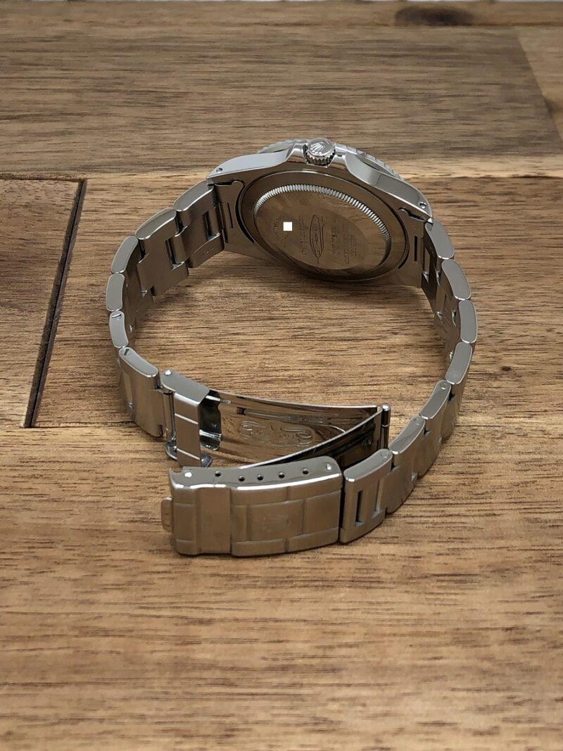 ロレックス GMTマスター 16700 U番 ザ・リアルマッコイズ 限定50本 のクラスプ側から全体の画像。